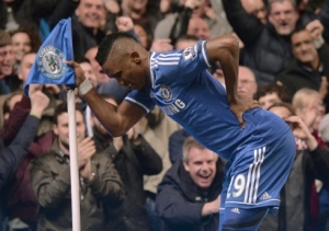 Samuel Eto'o pokes fun at stories questioning his age by pretending he has a bad back and resting on the corner flag after scoring Chelsea's first goal in their 4-0 win over Tottenham.
